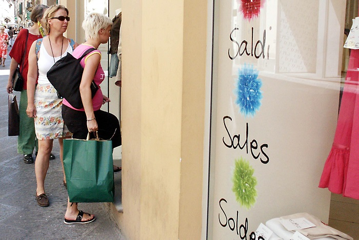 Al via i saldi estivi, circa 100 euro la spesa media pro capite