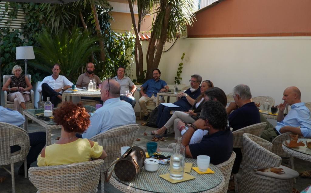 La Confcommercio del Golfo Dianese incontra i candidati a sindaco di Diano Marina. Primo appuntamento con Cristiano Za Garibaldi.