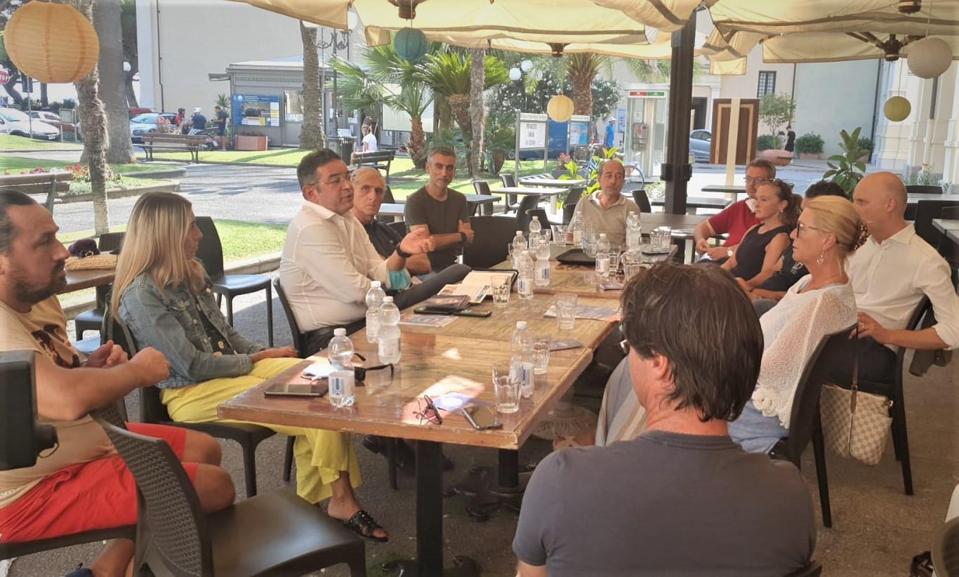 La Confcommercio di Diano Marina ha incontrato il candidato sindaco Francesco Parrella